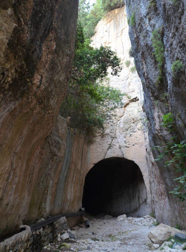 Римский тоннель, использовавшийся для снабжения водой