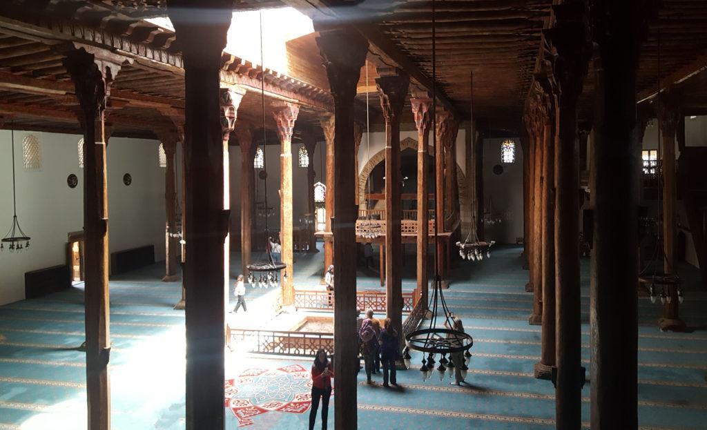 Внутри сельджукской мечети Эсрефоглу, XIII век