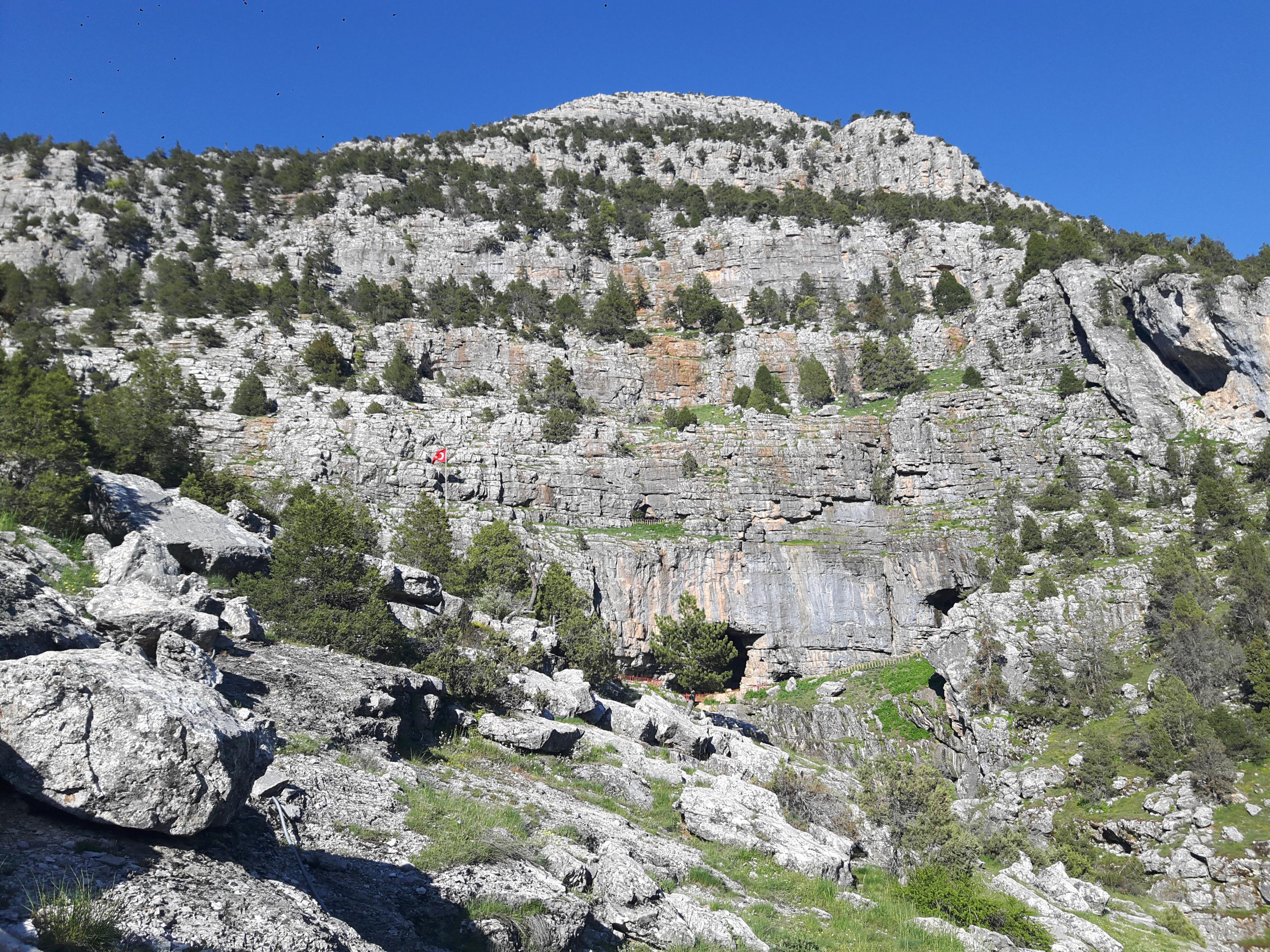 Тыназтепе (Tinaztepe Mağarası) - самая большая пещера в Турции