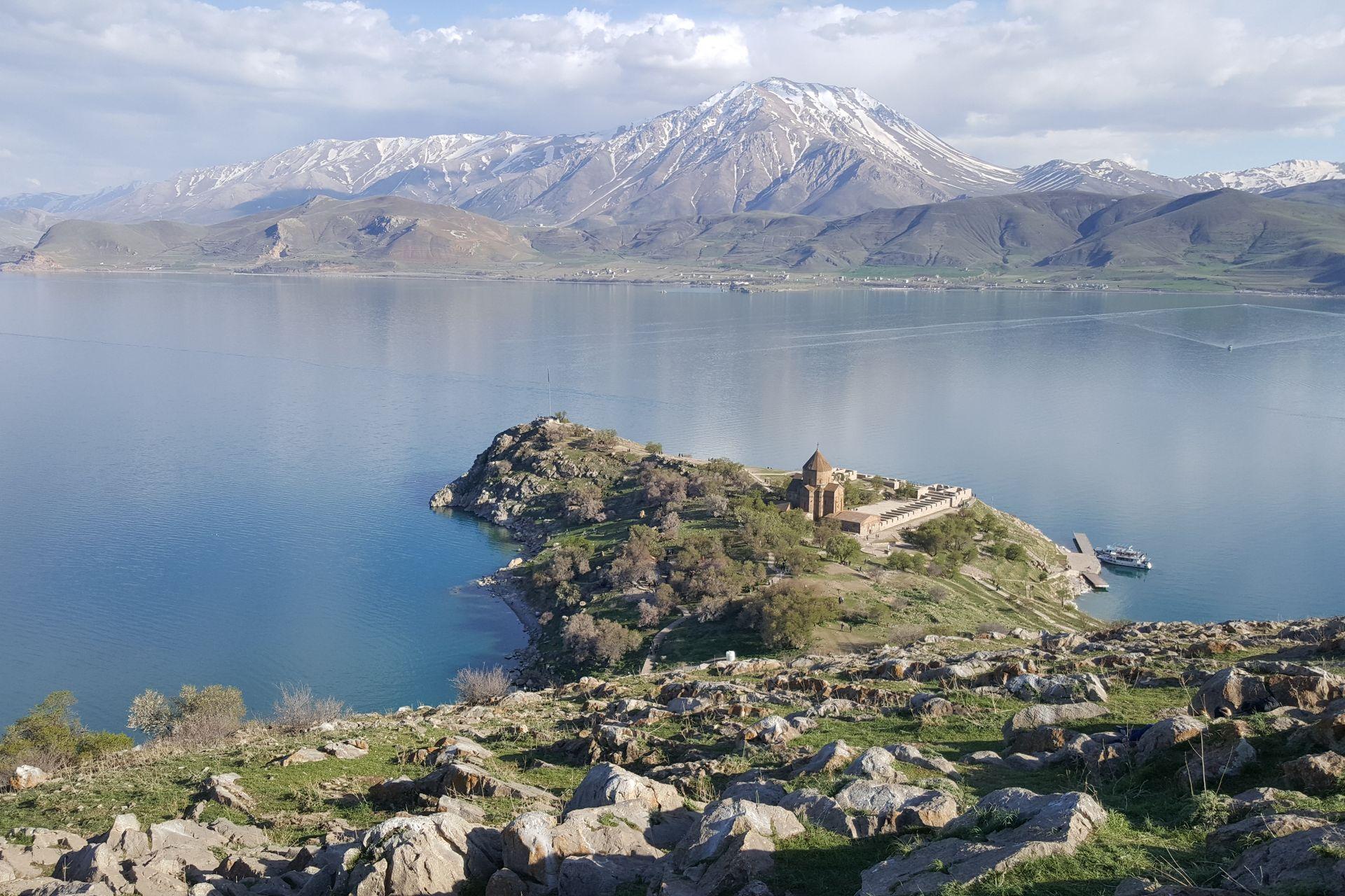 Озеро Ван и остров Ахтамар