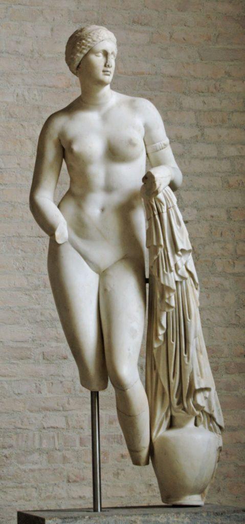 Одна из предполагаемых копий статуи Афродиты работы Праксителя