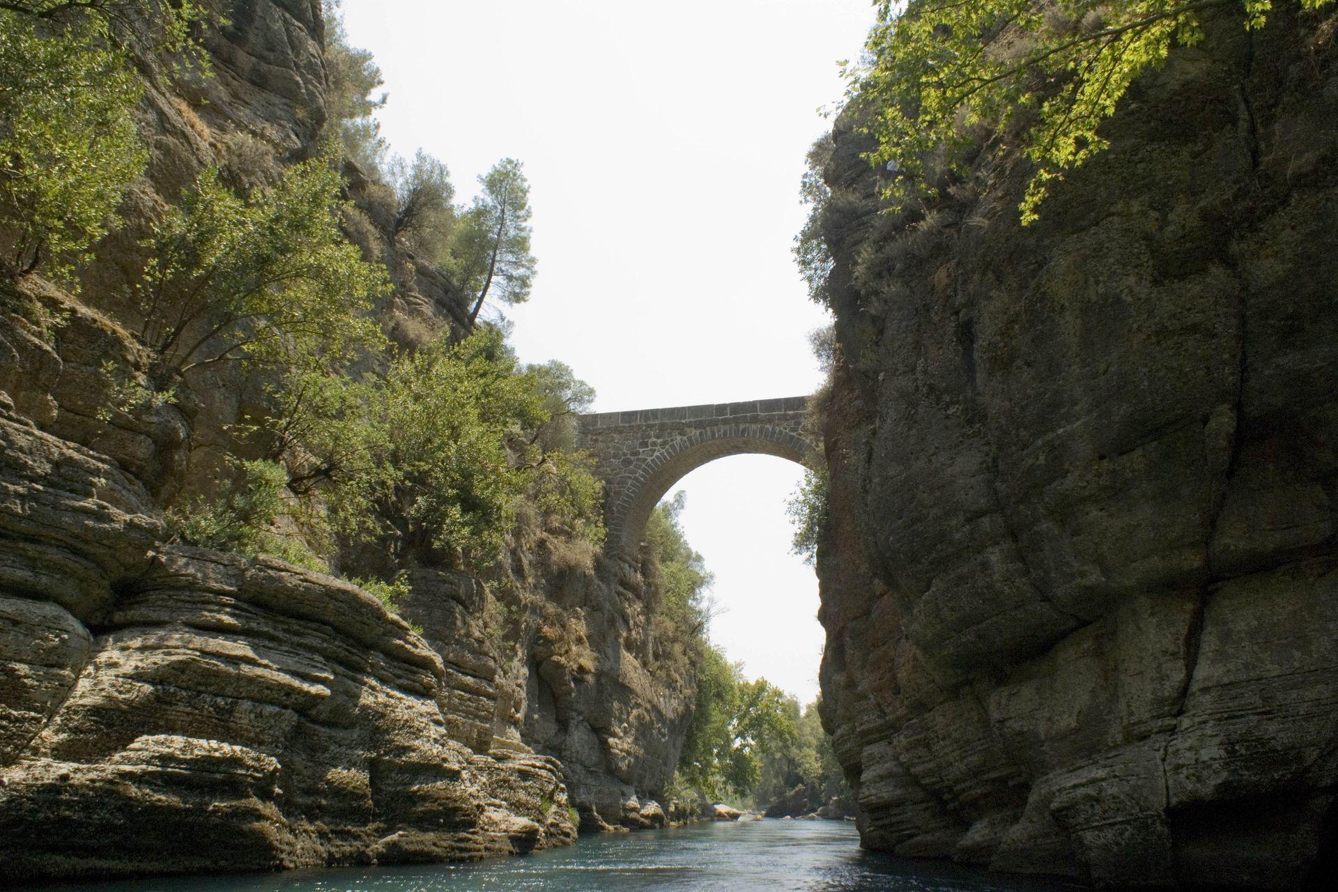 Копрюлю каньон, Тазы каньон, Античный мост Онук